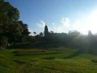 Al fondo la Iglesia de Santa Mariña de Carracedo